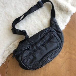 Handbags - 💎 Vintage Black Leather Fanny Pack